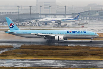 HL8274 - Korean Air Boeing 777-300ER