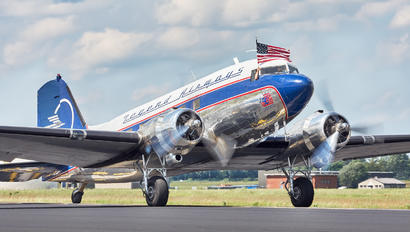N25641 - Private Douglas DC-3