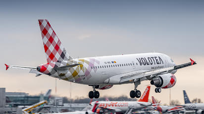 EC-NGL - Volotea Airlines Airbus A319