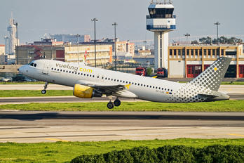 EC-LOC - Vueling Airlines Airbus A320