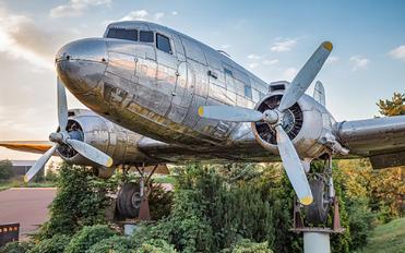 N513GL - Private Douglas C-47B Skytrain