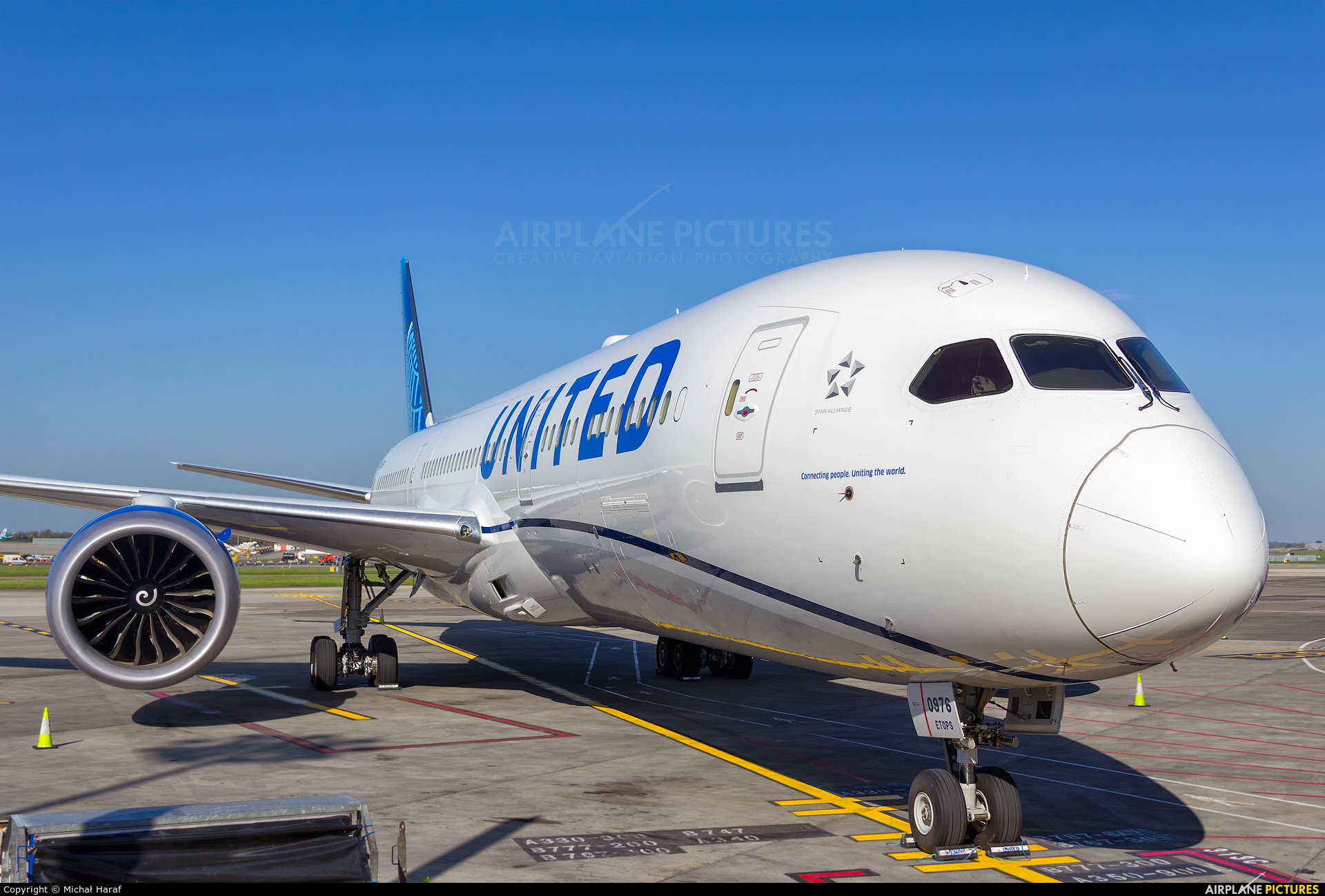 United Airlines N24976 aircraft at Dublin