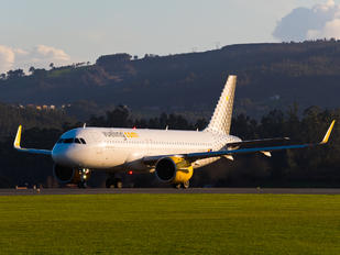 EC-NFH - Vueling Airlines Airbus A320 NEO