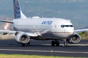 N76515 - United Airlines Boeing 737-800