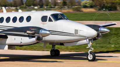 OY-GEF - Private Beechcraft 200 King Air