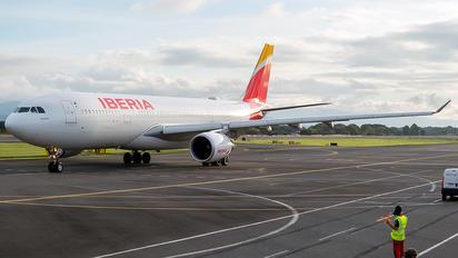 EC-MNK - Iberia Airbus A330-200