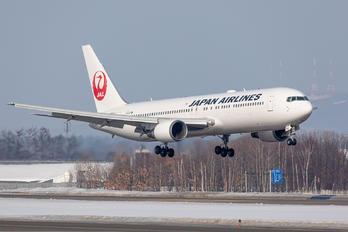 JA656J - JAL - Japan Airlines Boeing 767-300ER