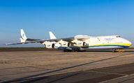 Antonov An225 at Paris-Vatry  title=