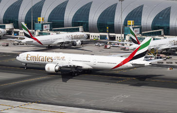 A6-ENW - Emirates Airlines Boeing 777-300ER