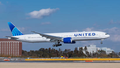 N2250U - United Airlines Boeing 777-300