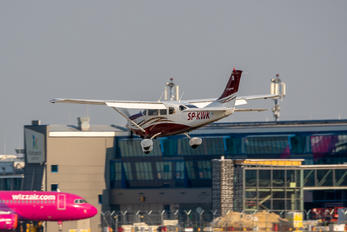 SP-KWK - Private Cessna 206 Stationair (all models)