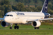 D-AIWG - Lufthansa Airbus A320 aircraft