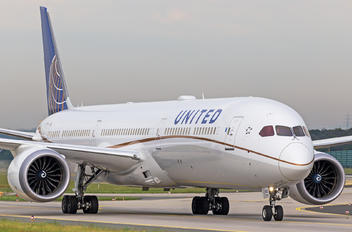 N17002 - United Airlines Boeing 787-10 Dreamliner