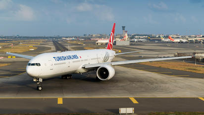 TC-LKB - Turkish Airlines Boeing 777-300ER