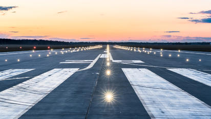 EPWR - - Airport Overview - Airport Overview - Runway, Taxiway