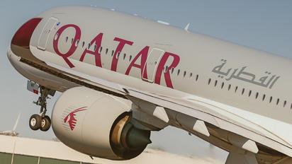 A7-AMF - Qatar Airways Airbus A350-900