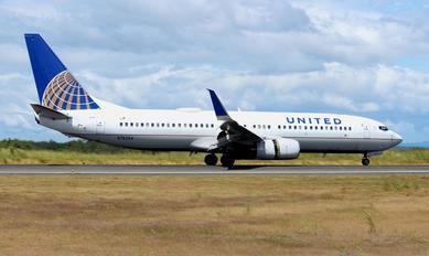 N76254 - United Airlines Boeing 737-800