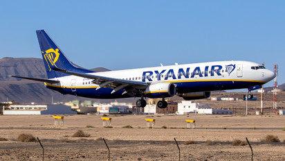 EI-EKP - Ryanair Boeing 737-800
