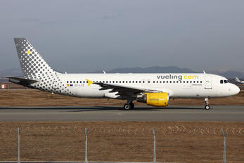 EC-LZZ - Vueling Airlines Airbus A320