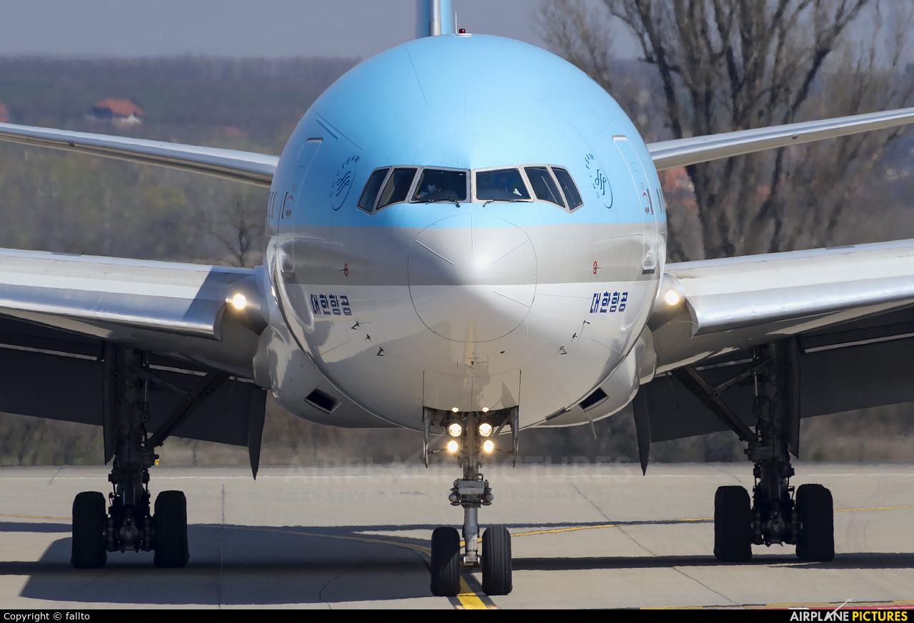 Korean Air HL8275 aircraft at Budapest Ferenc Liszt International Airport