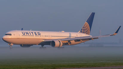 N662UA - United Airlines Boeing 767-300ER