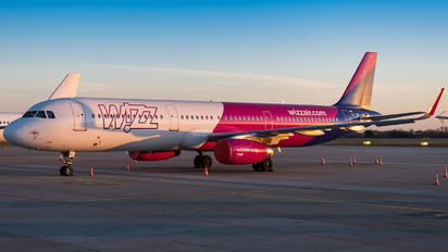 HA-LXF - Wizz Air Airbus A321
