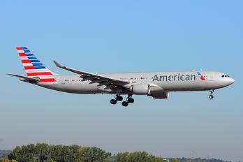 N279AY - American Airlines Airbus A330-200