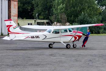 HA-SKL - Private Cessna 172 Skyhawk (all models except RG)