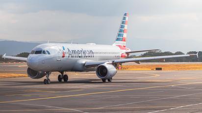 N110UW - American Airlines Airbus A320