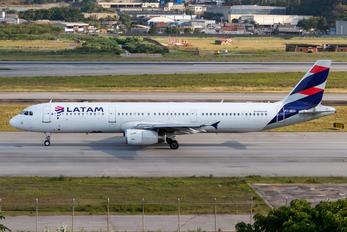 PT-MXA - LATAM Brasil Airbus A321