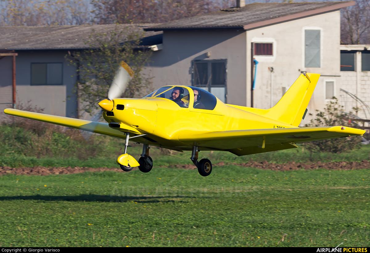 Private I-7352 aircraft at Calvisano