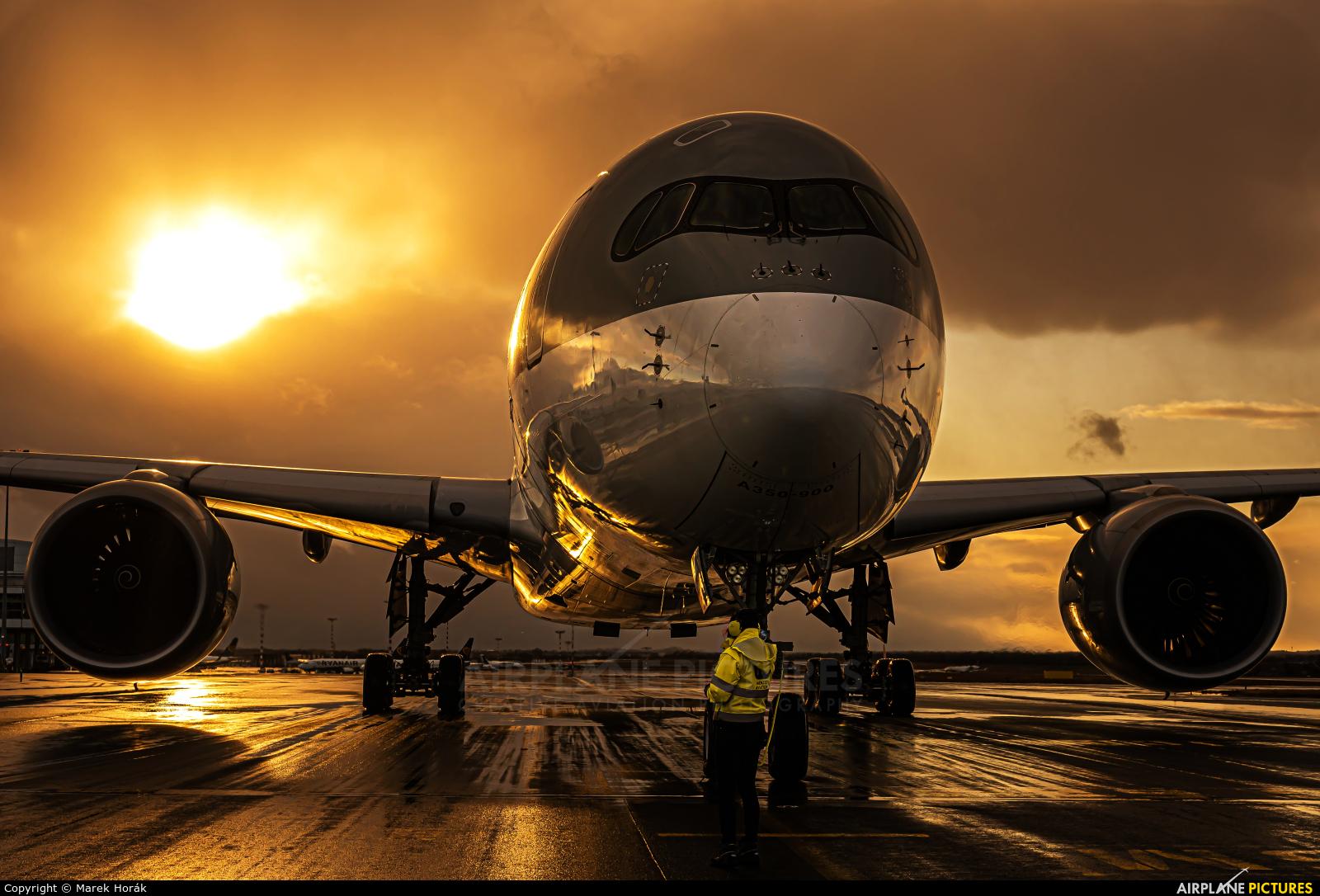 Qatar Airways A7-ALE aircraft at Prague - Václav Havel