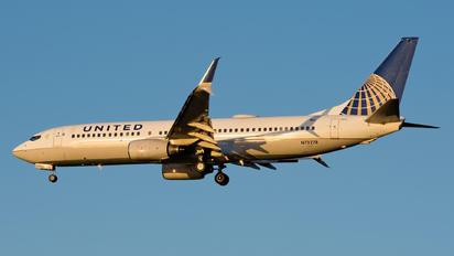 N73278 - United Airlines Boeing 737-800