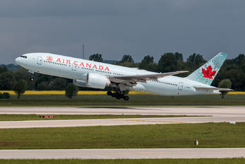 C-FNNH - Air Canada Boeing 777-200LR