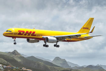 G-DHKM - DHL Cargo Boeing 757-223(SF)