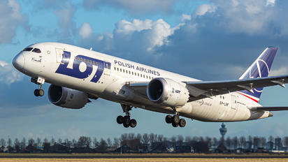 SP-LRF - LOT - Polish Airlines Boeing 787-8 Dreamliner