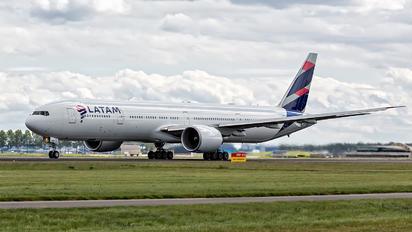 PT-MUD - LATAM Brasil Boeing 777-300ER