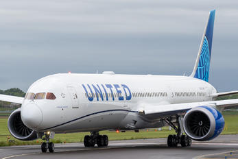 N13013 - United Airlines Boeing 787-10 Dreamliner