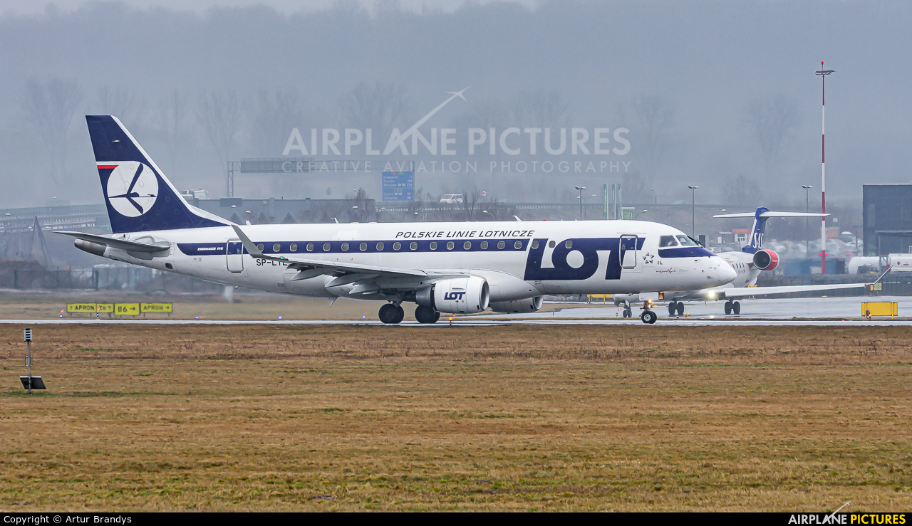 LOT - Polish Airlines SP-LIL aircraft at Kraków - John Paul II Intl