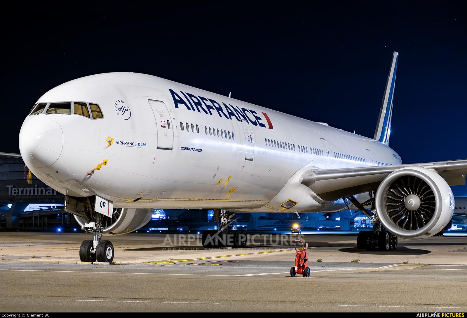 Air France F-GSQF aircraft at Paris - Charles de Gaulle