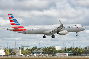 N900UW - American Airlines Airbus A321