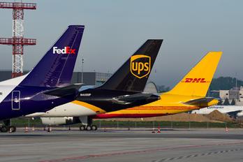 OE-IAR - FedEx Federal Express Boeing 737-400F