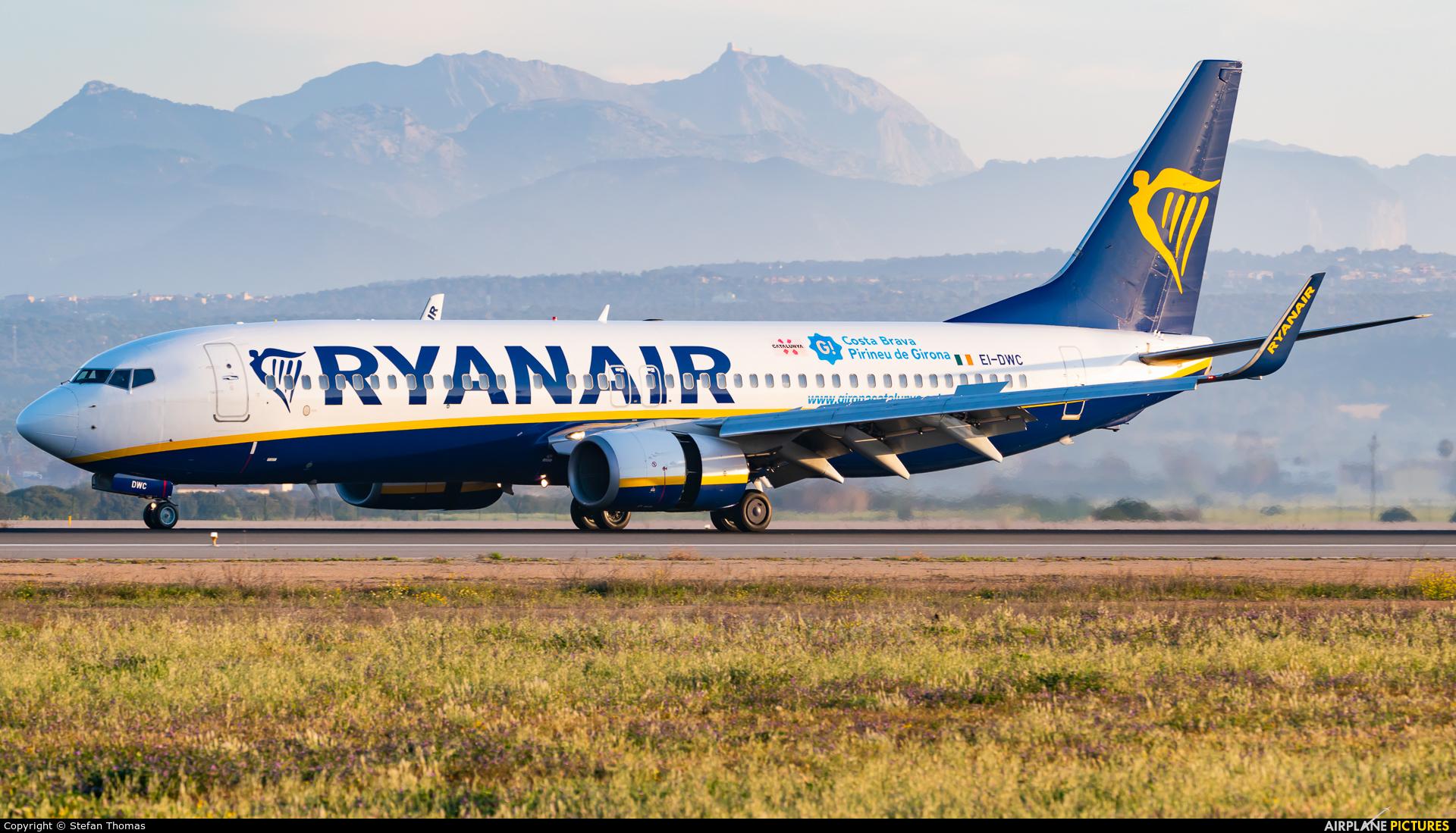 Ryanair EI-DWC aircraft at Palma de Mallorca