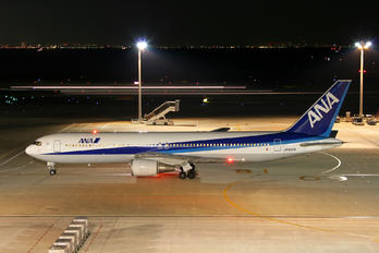JA8259 - ANA - All Nippon Airways Boeing 767-300