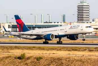 N718TW - Delta Air Lines Boeing 757-200
