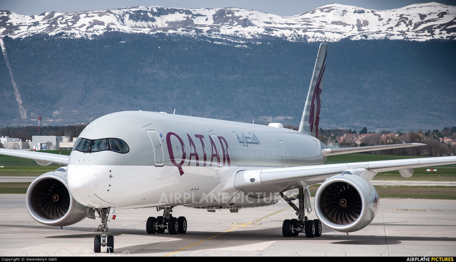 Qatar Airways A7-ALM aircraft at Geneva Intl