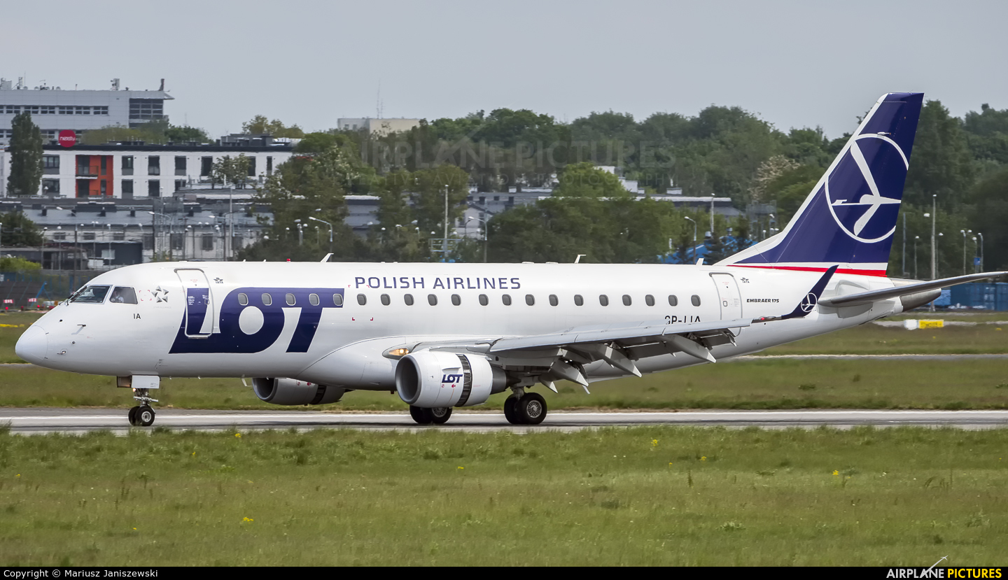 LOT - Polish Airlines SP-LIA aircraft at Warsaw - Frederic Chopin