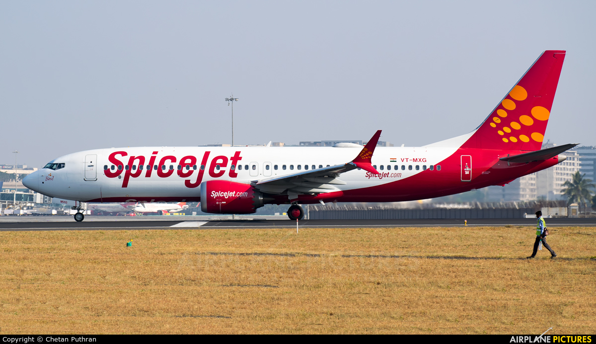 SpiceJet VT-MXG aircraft at Mumbai - Chhatrapati Shivaji Intl