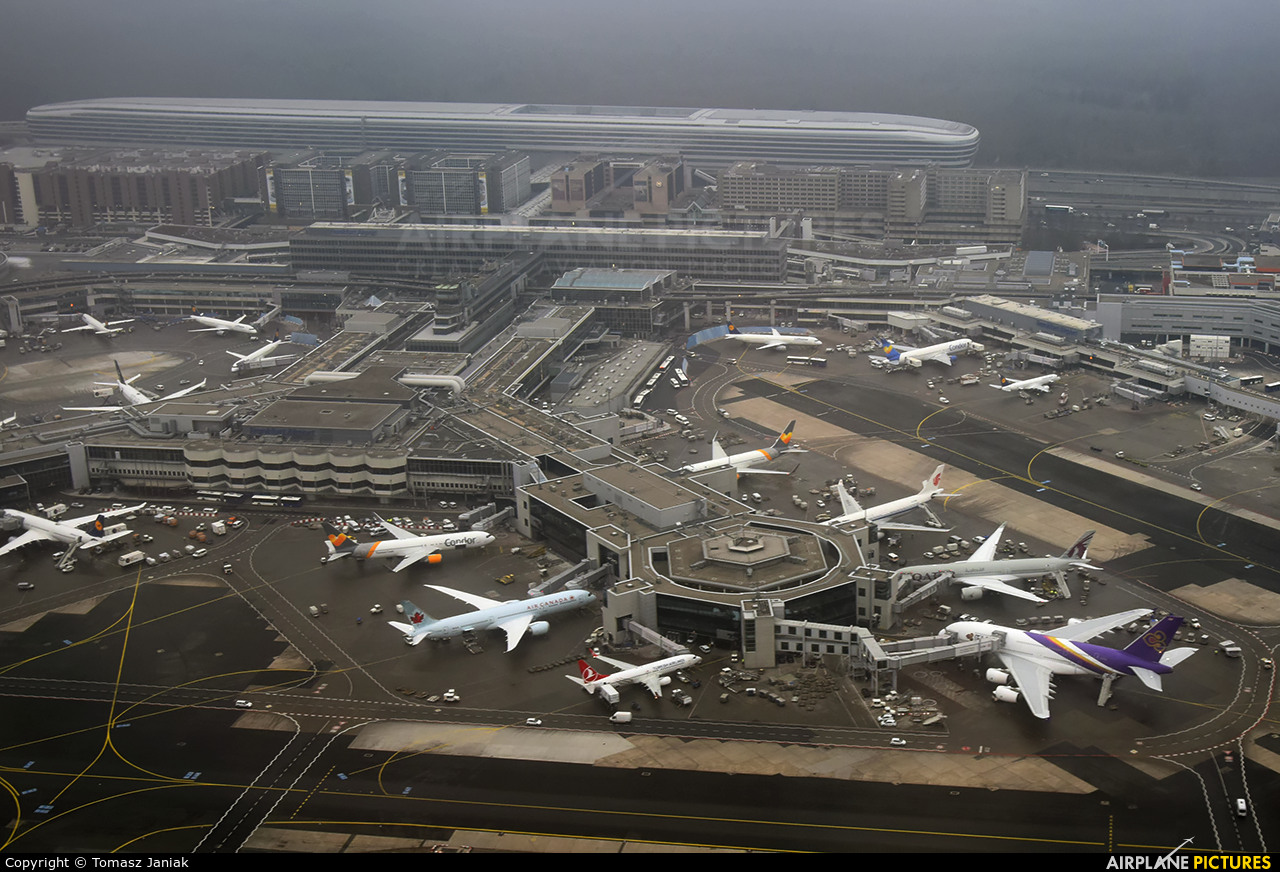 - Airport Overview - aircraft at Frankfurt