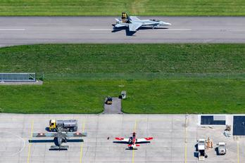 J-5011 - - Airport Overview - Airport Overview - Runway, Taxiway